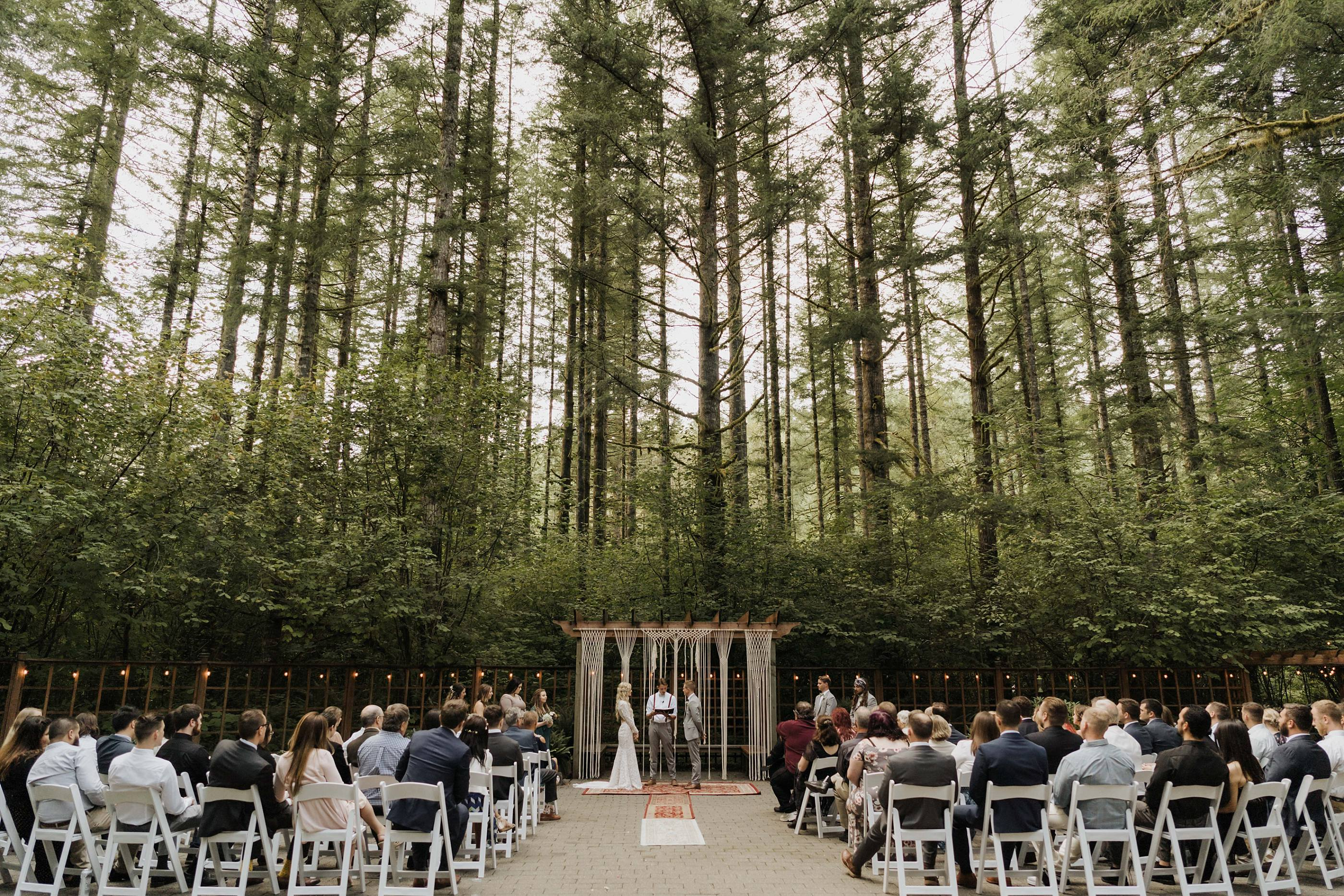 couple exchanges vows at Anderson Lodge in Ariel washington